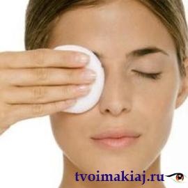 удаление-макияжа-с-глаз