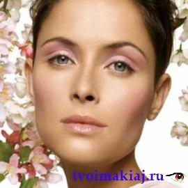 дневной макияж для светлых глаз