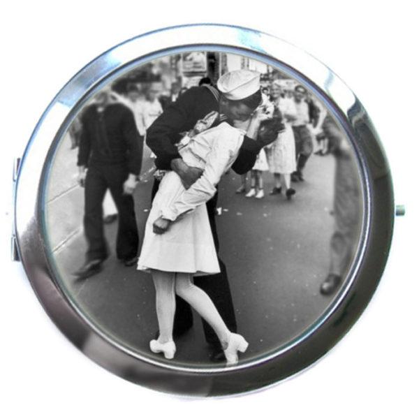 """Зеркальце карманное """"Поцелуй"""""""